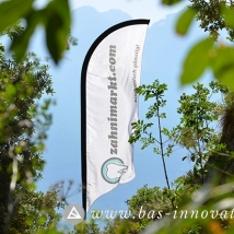 BAS-Zahnimarkt-Beachflag-Surfing-Windsurfing-Flatcube-Sitzwuerfel-Event-Werbung-Flagge-Strand-bedrucken-druck-Windsurfing