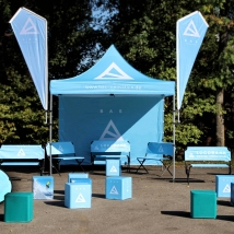Logobank-Faltzelt-Beachflag-Flatcube-Liegestuhl-bedrucken