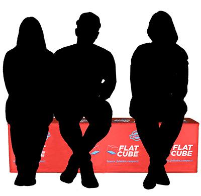 Drei zusammengesteckte Flatcubes als Sitzbank