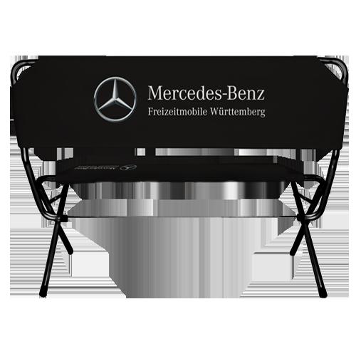 Schwarze Werbebank mit Mercedes Logo