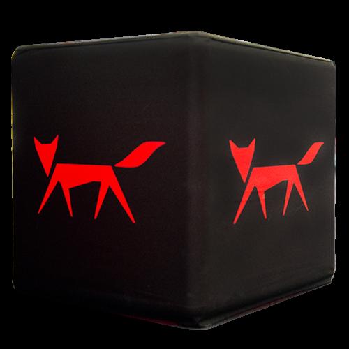 schwarzer Flatcube mit rotem Fuchs
