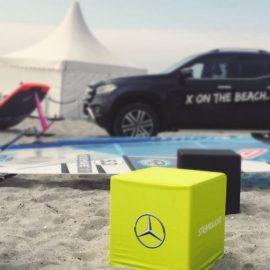 Beleuchtete Sitzwürfel bedrucken Auto Strand