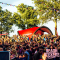 Roter bedruckter Eventpavillion auf Beachrockers Festival