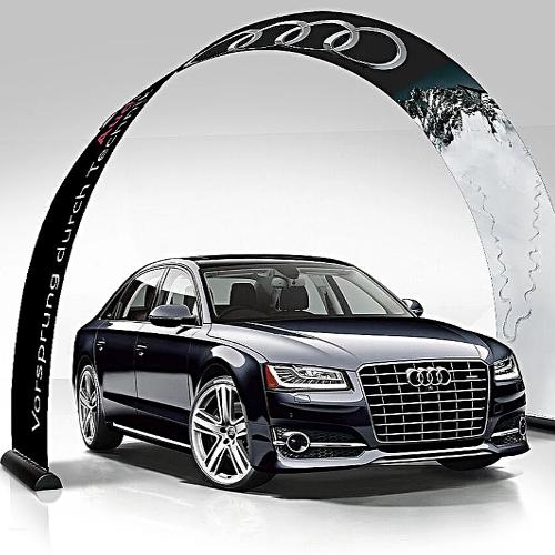 Torbogen mit Audi Logo