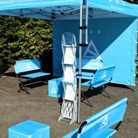 Bedrucktes Pavillon Faltzelt und Sitzwürfel und Sitzbänke
