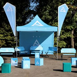 Bedruckte Sitzbank und Flagge und Pavillon und Sitzwürfel