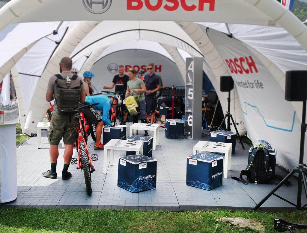 Sitzwürfel mit Bosch Logo