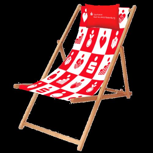 rot und weißer Liegestuhl mit Sparkassen Logo