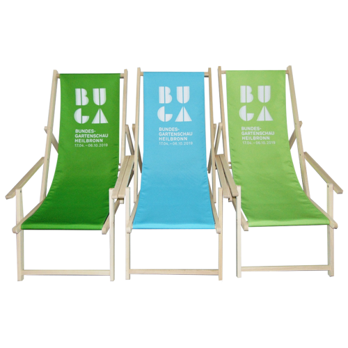Bedruckte Liegestühle in blau und grün