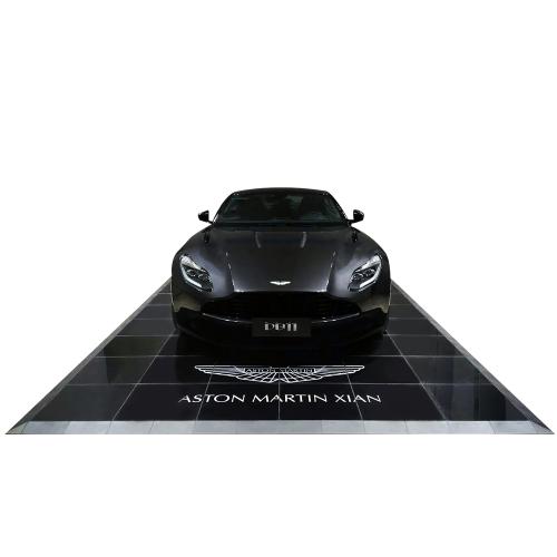 Schwarzes Auto auf Promodek