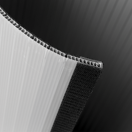Pappwand mit Lamellensystem