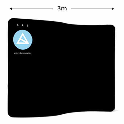 Zipper wall, wellig, schwarz mit blau weißem Logo von BAS