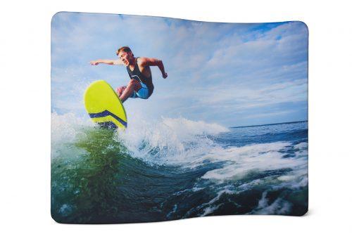 Werbewand mit Surfer
