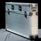 silberner Koffer vom digitalen Kundenstopper