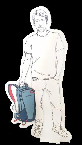 Weißer Pappaufsteller, Mann mit Rucksack