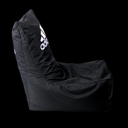 Schwarzer Sitzsack mit Adidas Logo