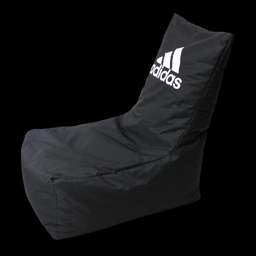 Schwarzer Sitzsack mit Adidas-Logo
