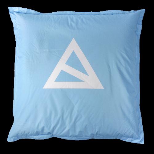 Hellblauer Sitzsack mit weißem BAS Logo
