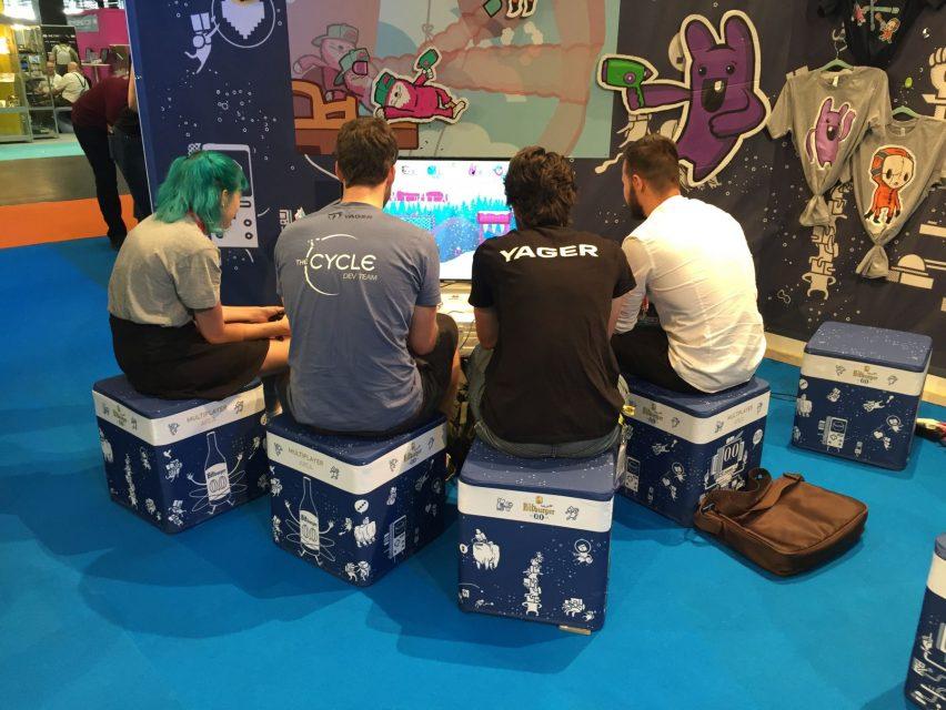Flatcubes auf Gamescom bei Messestand